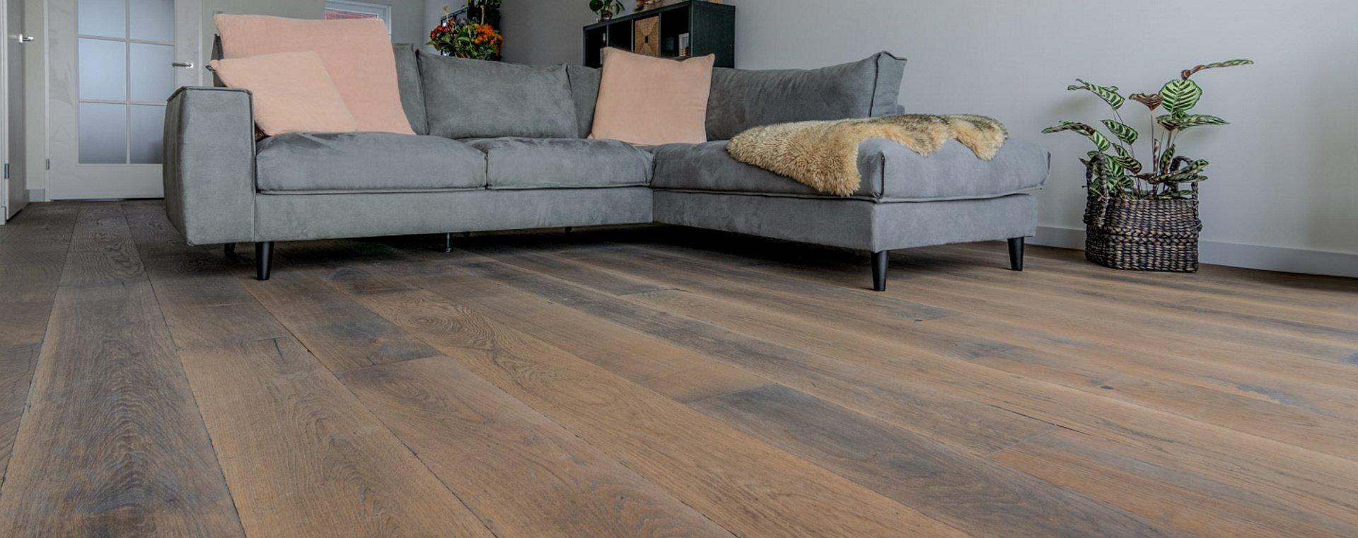Verkleurt een houten vloer door de zon?