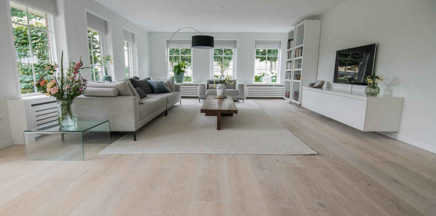 Impressie foto van Houten vloer krijt wit