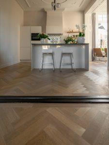 Eiken houten tapis visgraat vloer