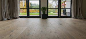 Kern gerookte houten vloer met kleurnuances