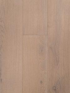 Krijt witte eiken vloer voor een Scandinavisch interieur.