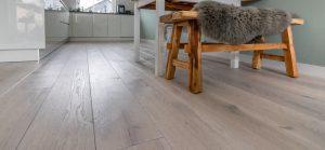 Krijt witte en geborstelde houten vloer