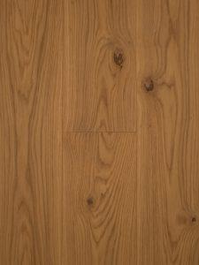 Deze naturel gekleurde houten vloer is gerookt