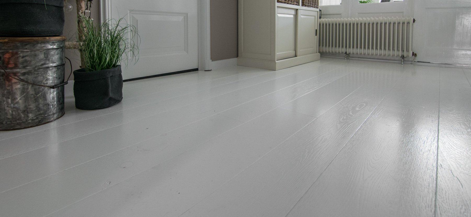 Spierwitte houten vloer industrieel gespoten