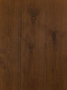 Deze eiken houten vloer is verouderd en gerookt