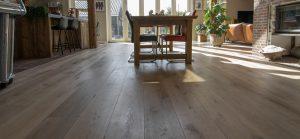 Verouderde houten vloer zonder velling