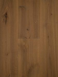 Deze houten vloer heeft een zand kleurige houten vloer
