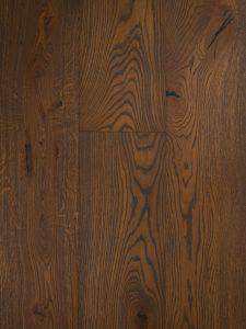 Deze bruine eiken vloer is zwaar geborsteld.