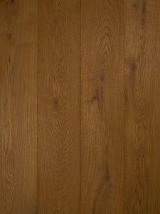 Deze castle grey houten vloer zorgt voor warmte aan je interieur