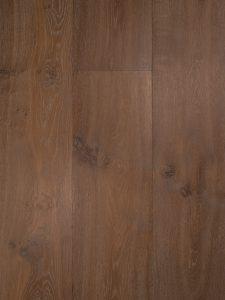 Deze eiken houten vloer heeft een verouderd karakter.
