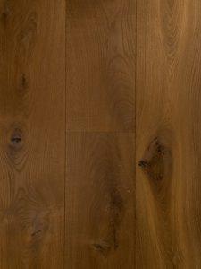 Deze eiken vloer is dubbel gerookt en naturel geolied.