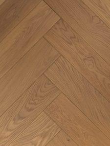 Geborstelde visgraat vloer