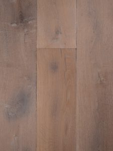 Hoge kwaliteit gebrande eikenhouten vloer.