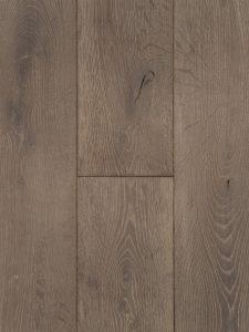 Deze houten vloer is getrommeld en geborsteld en heeft hierdoor veel karakter