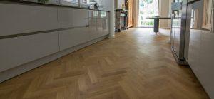 Semi tapis visgraat in keuken