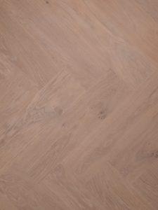 Strakke visgraat vloer voor een modern interieur