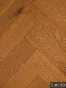 Visgraat vloer gerookt en geborsteld