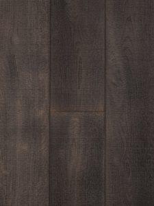 Deze donkere eiken vloer is bezaagd, dit zorgt voor een ruw oppervlak.