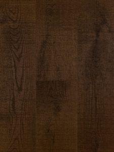 Deze bruine houten vloer is bezaagd en uniek.