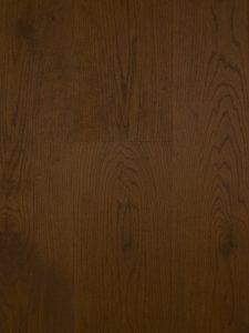 Deze bruine lamelparket vloer is van hoge kwaliteit
