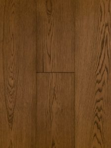 Deze ultraviolette houten vloer is met een bruine olie afgewerkt.