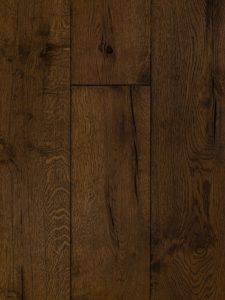 Deze bruine vloer heeft scheuren en open noesten.