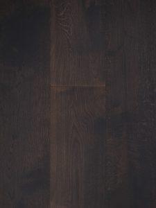 Donker gebeitste houten vloer ontwikkeld door Dutzfloors.