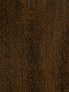 Deze houten vloer is extreem geborsteld.