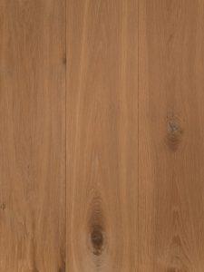 Deze gerookte witte vloer heeft een natuurlijke uitstraling.