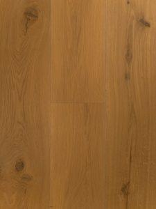 Deze houten vloer is afgewerkt met een transparant witte olie