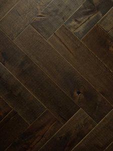 Kasteel visgraat vloer zwart geolied