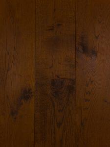Deze lamelparket vloer is kastanje bruin geolied