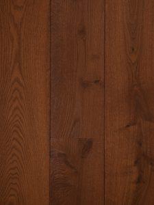 Deze houten vloer is met een rode kleur geolied.