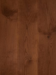 Deze houten vloer heeft een rood bruine kleur olie.