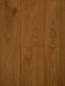 Deze houten vloer is geschuurd, verouderd en gerookt