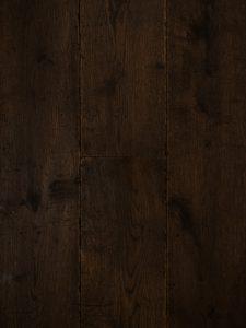 Deze verouderde houten vloer is van Europees eikenhout.