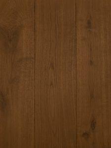 Deze verouderde vloer is grijs geolied en kern gerookt.