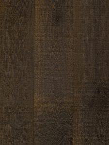 Deze zwaar geborstelde houten vloer is verkrijgbaar in verschillende breedtes.