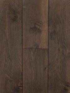 Zwaar geborstelde en verouderde eiken vloer geschikt voor vloerverwarming
