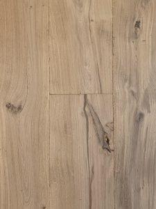 Deze blanke oude planken vloer is een lust voor het oog