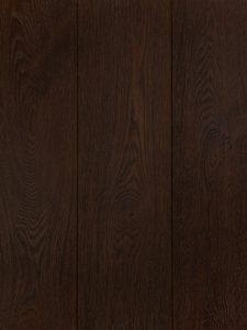 Deze bruine houten vloer is geborsteld, hierdoor is de structuur goed zichtbaar.