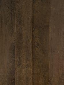 Deze donkere planken vloer heeft 100 jaar oude planken.