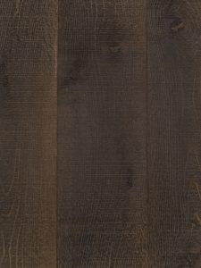 Deze eiken houten vloer is geborsteld, hierdoor is de structuur duidelijk te zien