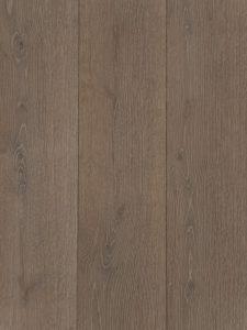 Deze geborstelde houten vloer heeft een grijzige kleur