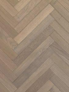 Grijze visgraat vloer semi tapis