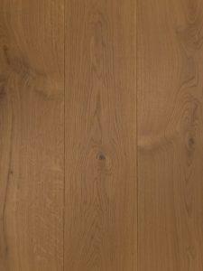 Deze houten vloer is naturel geolied en van hoge kwaliteit