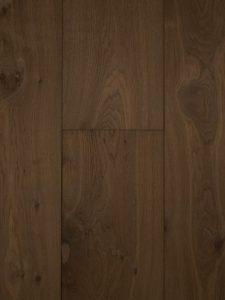 Deze lamelparket vloer is kern gerookt en heeft hierdoor kleurverschillen