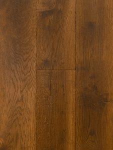 Deze naturel vloer is gebeitst en geborsteld.