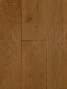 Deze verouderde houten vloer is met een naturel kleur olie afgewerkt