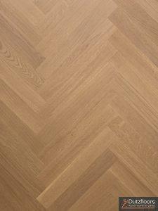 Semi tapis visgraat invisible gelakt